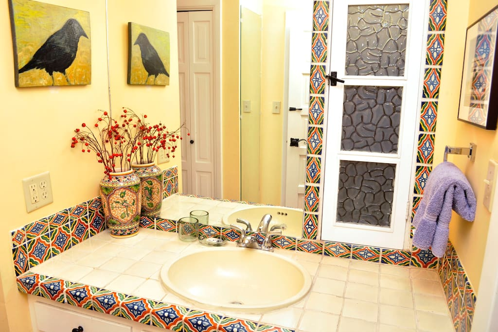 Santa fe style walk to canyon rd bed breakfasts for for Santa fe style bathroom ideas