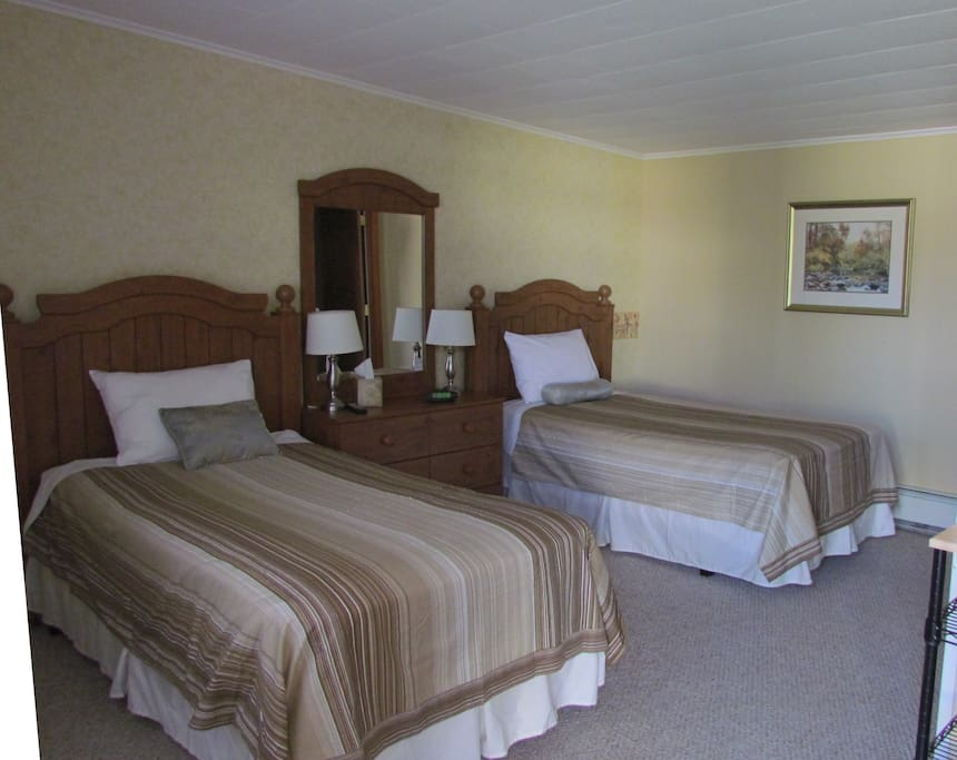 Room with 2 Twin Beds