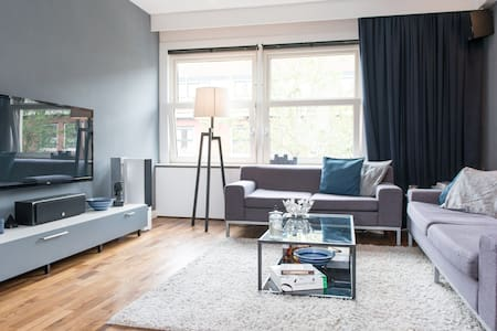 Modern and clean apartment close to city central - Amsterdam - House