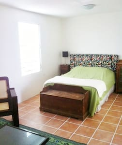 In-Town Vieques Apartment With View - Vieques - Apartamento
