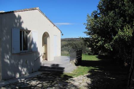 villa dans un petit village du gard - Collias - House