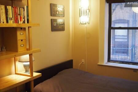 Simple but cheap in Manhattan! (b)