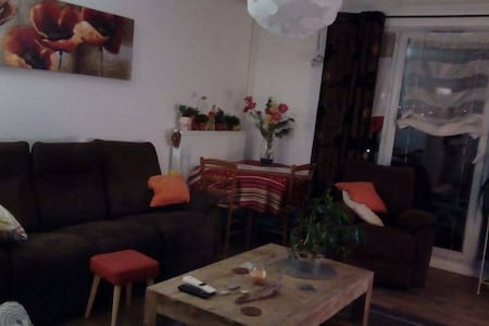 Chambre privée dans appartement cosy - Lägenhet