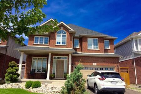 Awesome home close to Niagara Falls - Thorold - House
