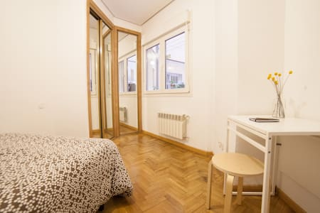 Clean room in the heart of Madrid - Madrid - Apartment
