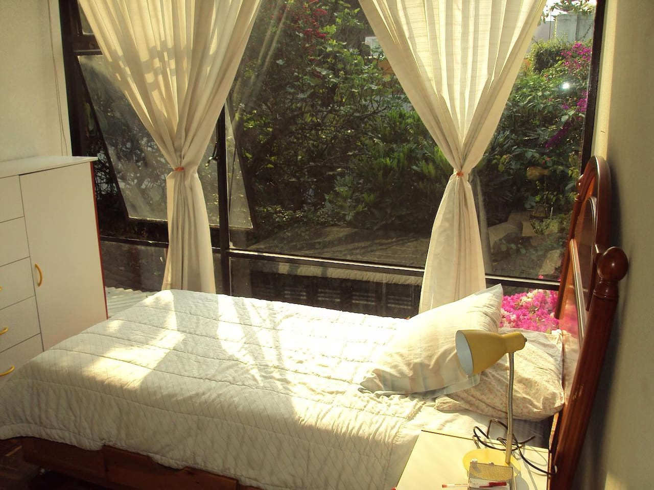 Beautiful room in the best place: Coyoacan. Phone (phone number hidden) / cel.(phone number hidden).