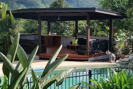 A piece of heaven set in rainforest - Haus