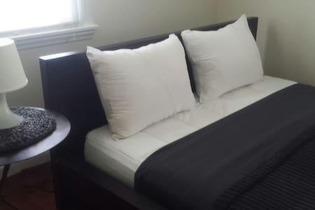 Streamline Queen Bedroom - White Plains - Σπίτι