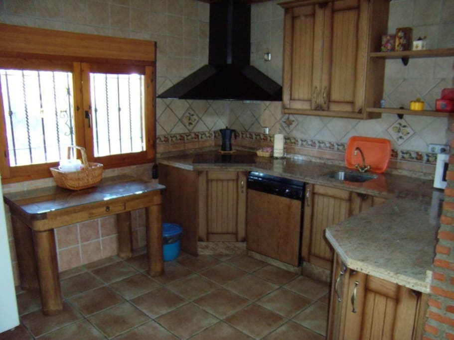 complete kitchen with dish washer