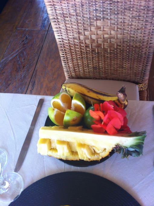 Assiette de fruit.