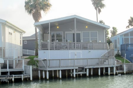 Waterfront (Bay Canal) Cottage in Private Resort - Port Isabel - Casa