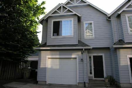 Chez Myers Beaverton Townhouse - Beaverton - Hus