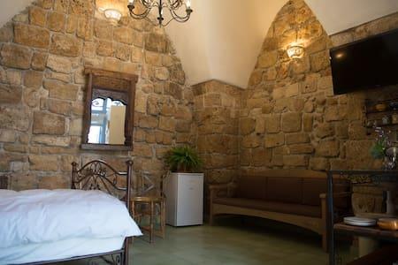 Arabesque Green Room - Acre