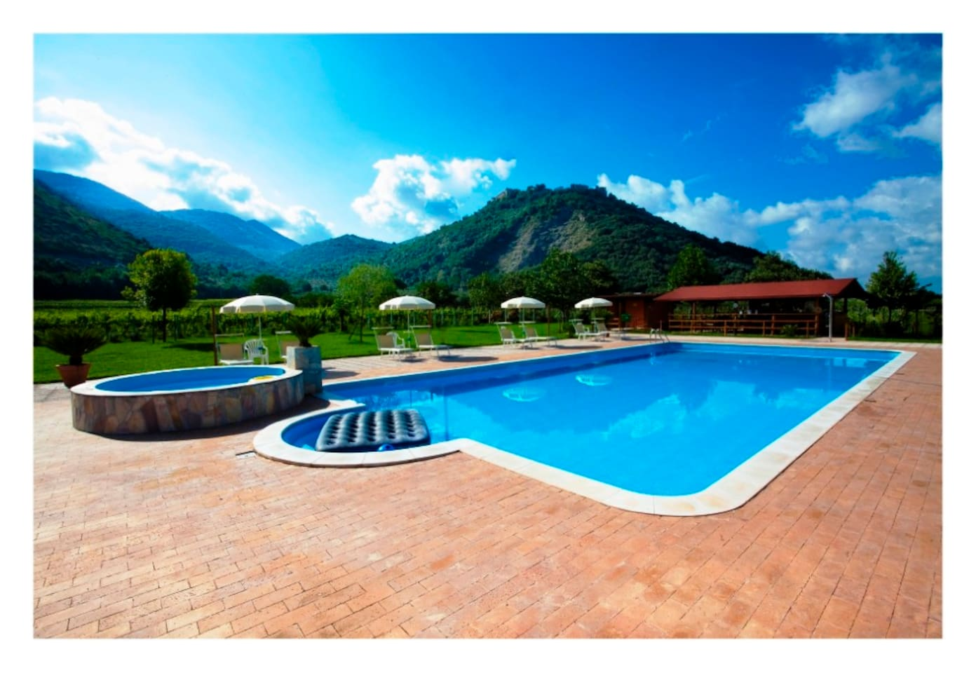 an open large pool very close to the court...free entrance.