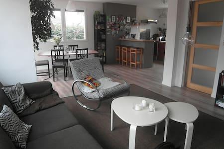 Agréable maison 120 m2 avec jardin - Ifs
