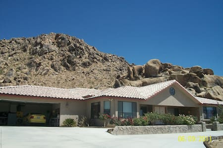 9 Foot Cliff Dive (POOL) @ $79 nite - Apple Valley - House