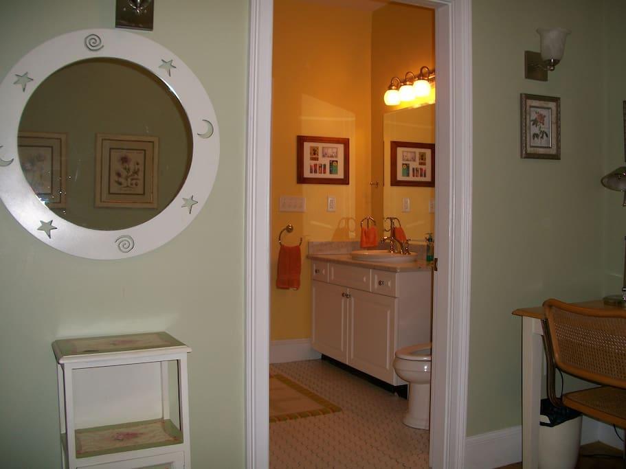 bathroom between bedsroom #1 and #2