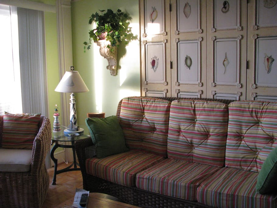 Bright, cheery living room has wide screen tv, dvd & wi fi.