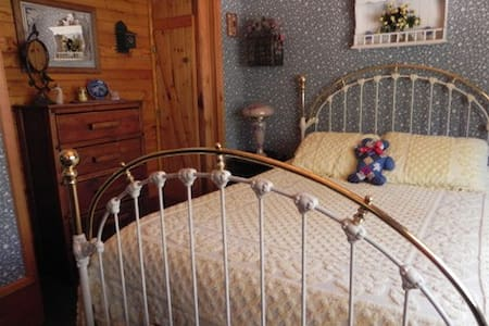 Bluebird Room - The Old Bear B&B - Bed & Breakfast