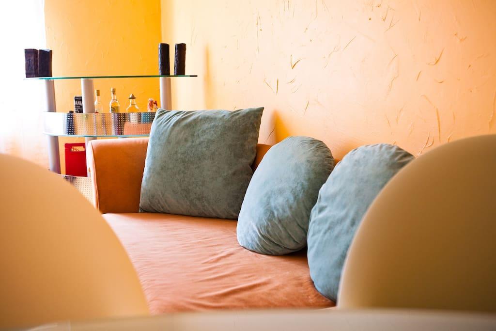Bed sofa - takes 2 / Divano a letto a 2 piazze