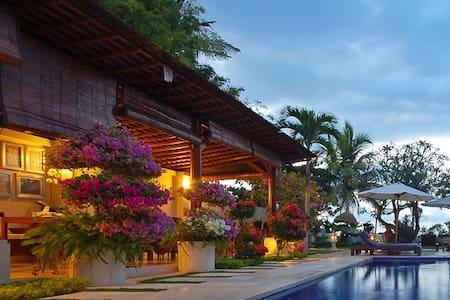 Beach Front Frangipani Lovina - Singaraja - Bed & Breakfast