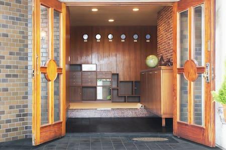 就活シェアハウス 1週間単位で利用OK 新宿まで18分240円 - House