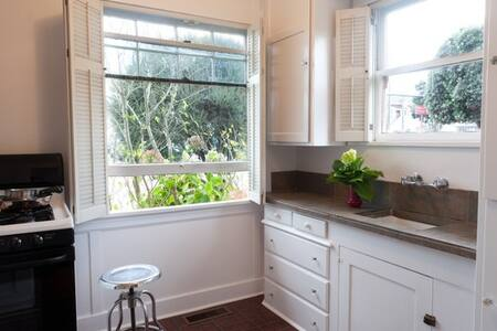 Studio Apt in Historic Downtown HMB - Half Moon Bay - Haus
