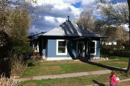 Charming Ridgway Bungalow in Town