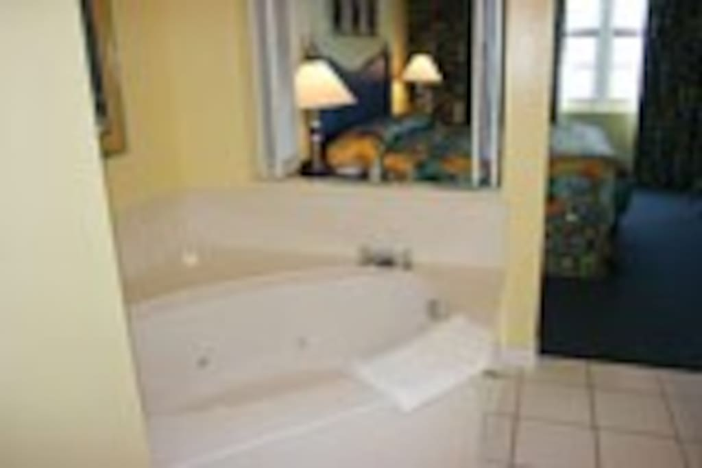 Your own Jacuzzi in Master Room-blow dryer in room