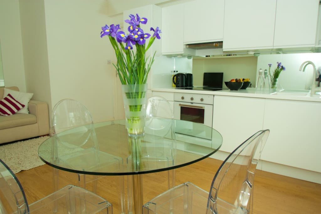 Earls Court Central Flat, Sleeps 4