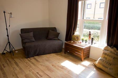 Cosmopolitan apartment in Central MK - Milton Keynes - Leilighet