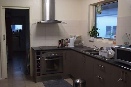 Lovely Room - Blackburn South - House