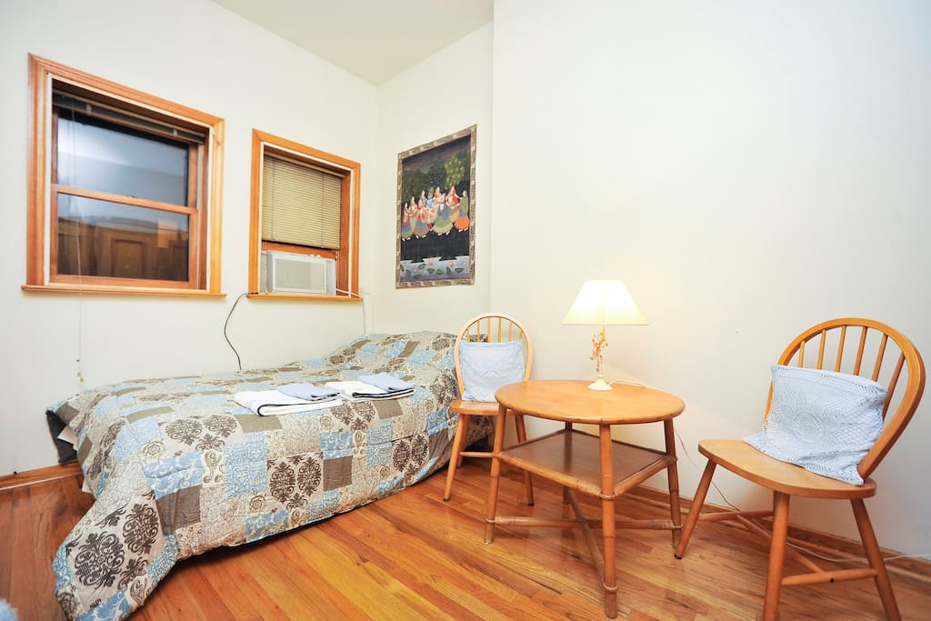 Bright, Quiet 2 BR in Awesome Area!
