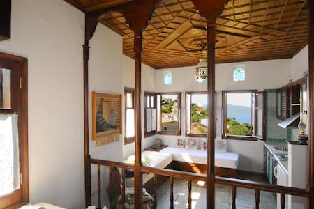 Panoramic views, mountain top suite - Trikeri