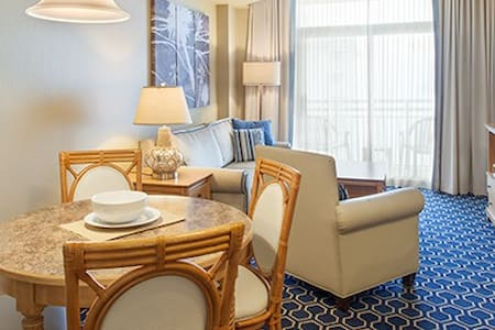Centrally located in the heart of Myrtle Beach and across the street from the beach, the 20-story Carolina Grande offers spectacular views of the ocean and the Grand Strand. You're also welcome to enjoy the amenities of The Carolinian Beach Resort.