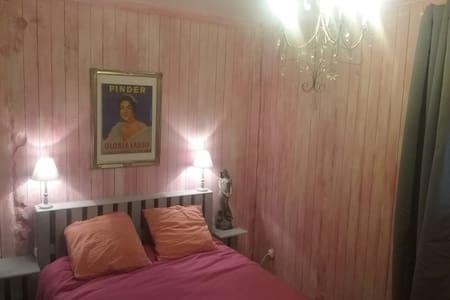 Ferme Théâtre Chapiteau - Lommoye - Bed & Breakfast