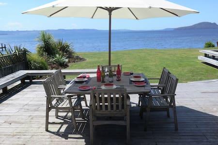 Waikuta Lakeside Lodge Rotorua - Rotorua - House