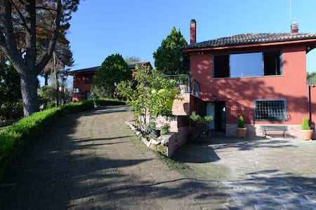 Country house with pool near Rome - Huvila