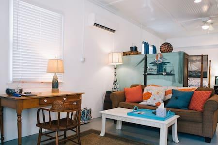 Island Escape-minutes to the ocean  - Buxton - Appartamento