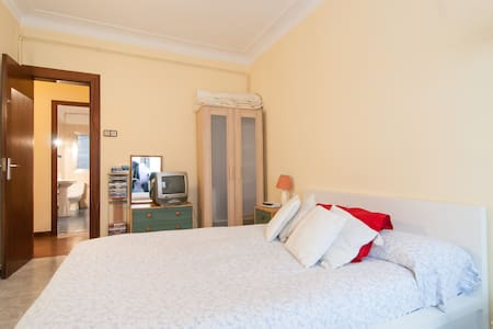 ¡Large double room in a huge flat! - Barcelona - Apartment