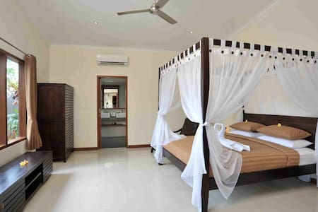 5 Bedroom Deluxe Family Villa - Kuta - Villa
