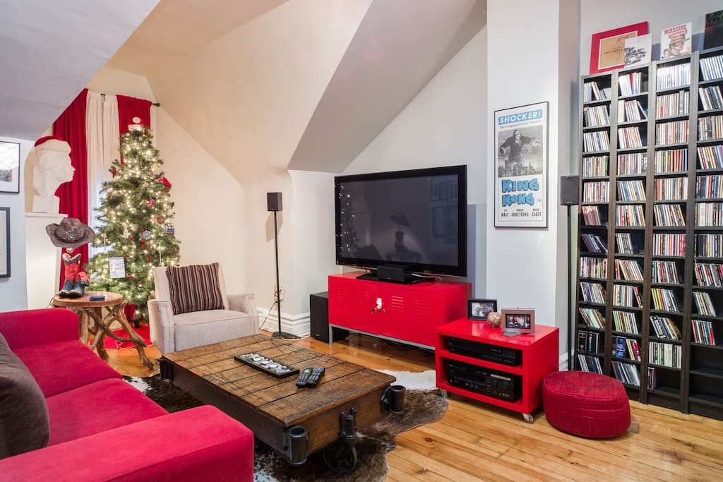 Upstairs loft with large screen TV, HD cable and blu ray player!
