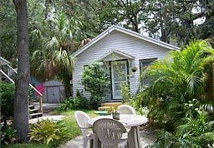 Charming Cottage Close to the Beach