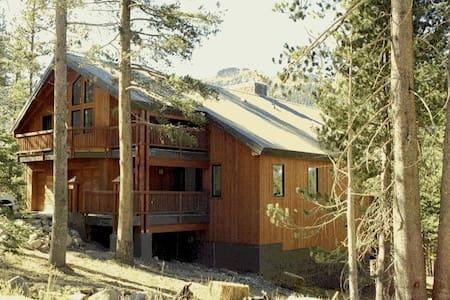 Ski Chalet at Kirkwood Resort - Ház