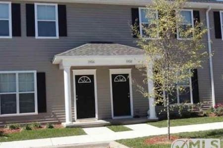 3BR 3BA common pool-near FSU & FAMU - Casa a schiera