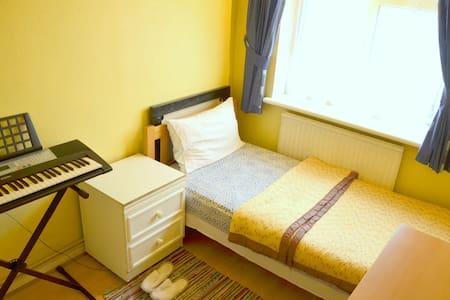 SPACIOUS SINGLE ROOM- LONDON-WEST - Londyn - Apartament