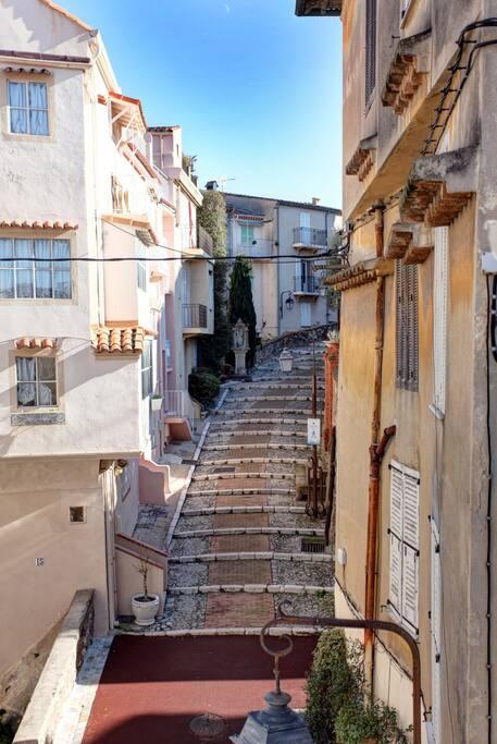 la vue du balcon/la quartier