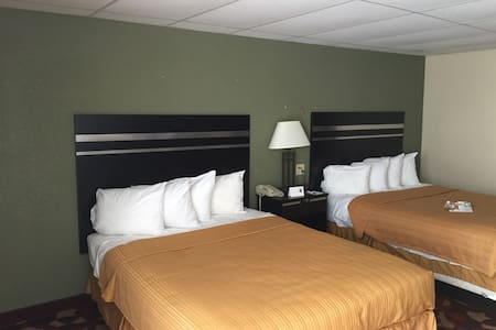Room with 2- Queen Bed & Break fast - Carlisle