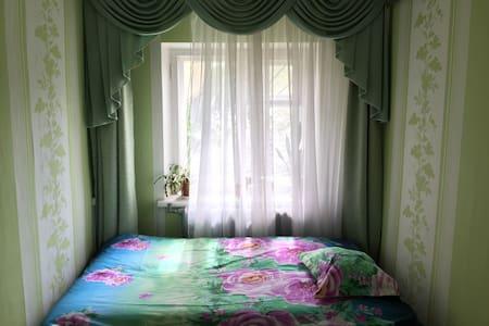 Сдаются две смежные комнаты в 2 м - Bed & Breakfast