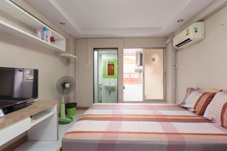 10 minutes walk from MRT to room - Appartement